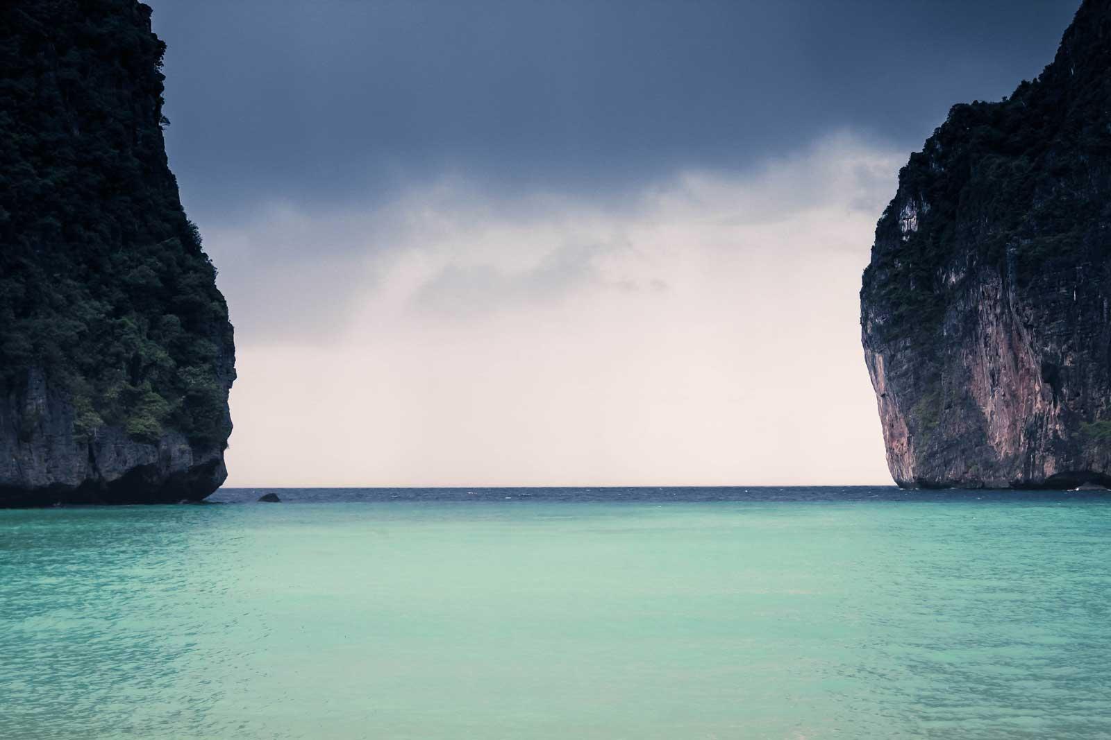 ocean-between-clifs
